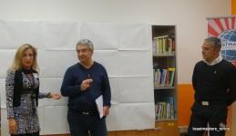 Sandra e Ivano difendono le proprie posizioni durante la Table Topic