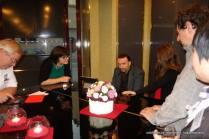 Fabrizio Perino intrattiene gli ospiti col suo vasto repertorio musicale.