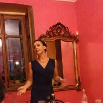 Nicoletta improvvisa un discorso